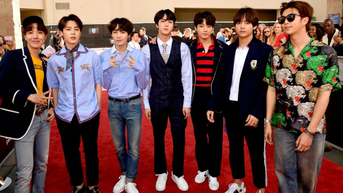 Agensi BTS Minta Maaf Kepada Korban Bom Atom Korea Gara-Gara Kaus