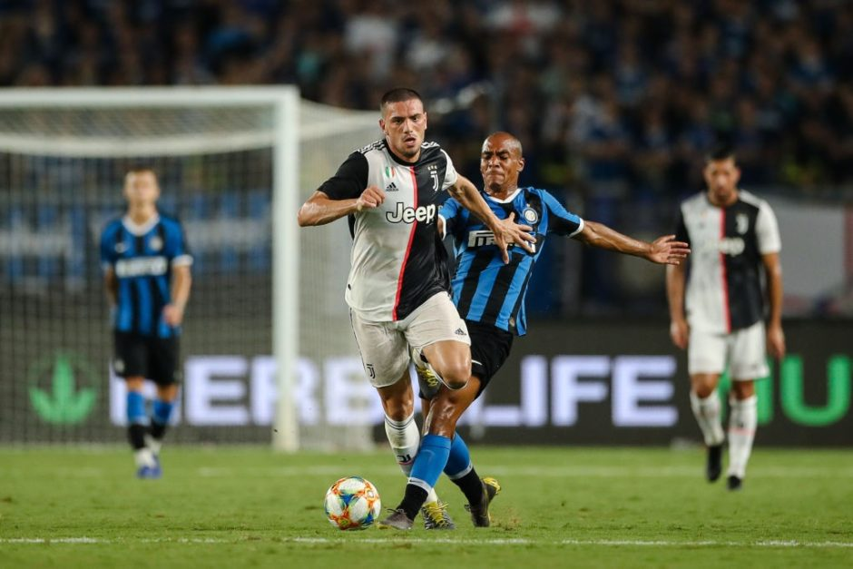 Memperbaikki Posisi Lini Belakang, AC Milan Mengincar Duo Juventus