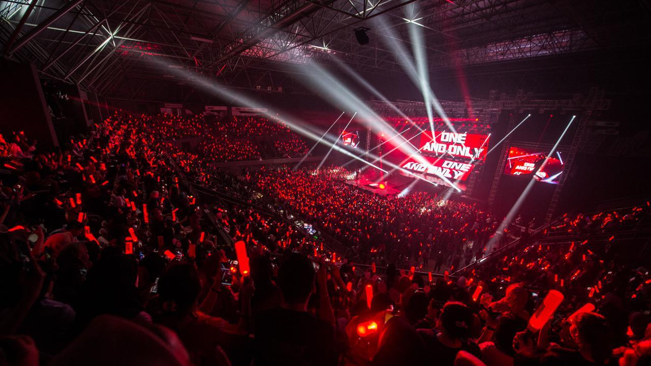 Aksi Konser iKoN Menghebohkan Jakarta