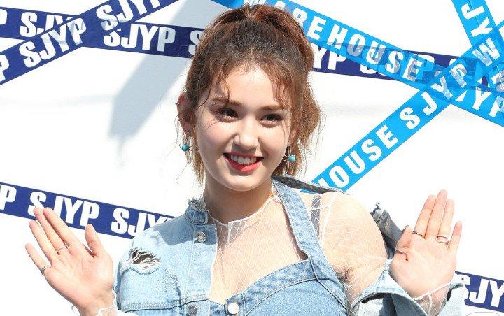 Jeon Somi Dikatakan Mirip Tante-Tante Saat Mengenakan Busana Seksi dan Transparan